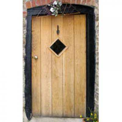 BR03 Random Plank Oak Door with Frame and a Diamond Window